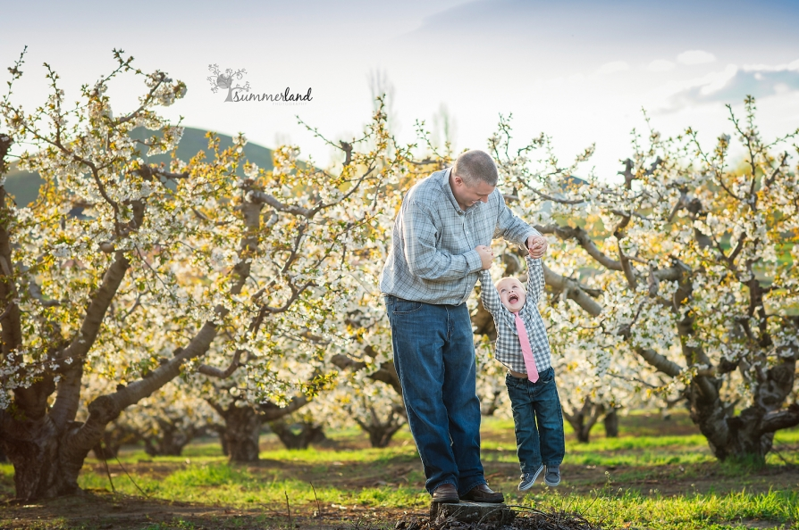 Orchard blooms family pictures Tri-Cities WA